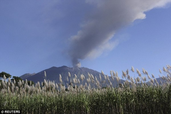 Mount-Raung-eruption