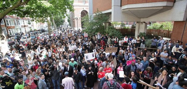 protesters-storm-london-town-hall2
