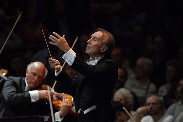 Claudio-Abbado-conducting-009