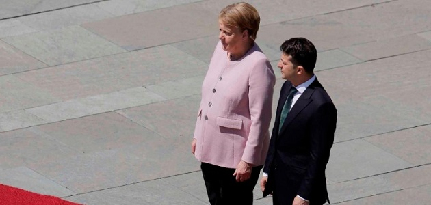 German Chancellor Angela Merkel Seen Visibly Shaking For Third Time!