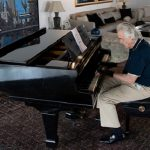 'Magic' gloves let acclaimed Brazilian pianist play again!
