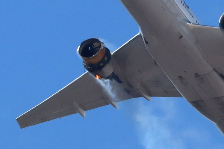 United Airlines 777 loses right engine